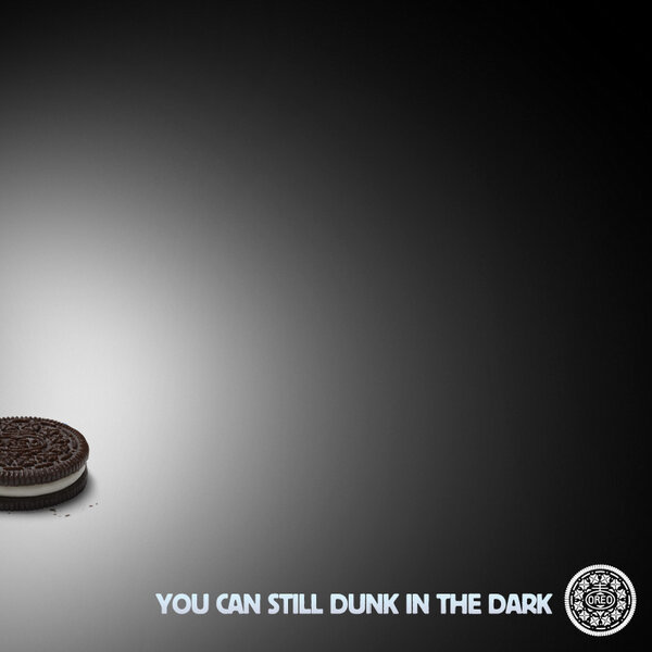 Instant contextual marketing from Oreos during a Superbowl blackout.